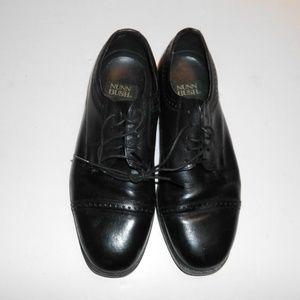 Black size 8 leather Men's Nunn Bush Dress shoes.